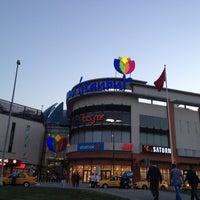 รูปภาพถ่ายที่ Forum İstanbul โดย SoNeR เมื่อ 4/29/2013