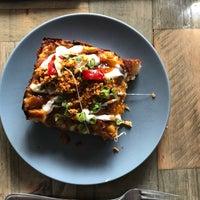 Foto scattata a Descendant Detroit Style Pizza da isuvaish il 10/14/2018