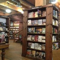 Foto tirada no(a) Tattered Cover Bookstore por Marquez em 3/13/2013
