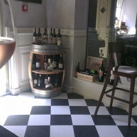 Снимок сделан в Vintage Boutique Wine Cellar пользователем Антон Б. 7/19/2013