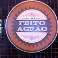 Photo taken at Café Feito a Grão by Flávio P. on 1/8/2013