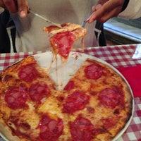 Foto scattata a Miss Pizza da Brian R. il 1/20/2013