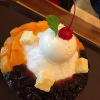 Das Foto wurde bei Bing Go Korean Cafe von fyusiko am 5/22/2016 aufgenommen
