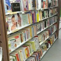 Снимок сделан в Asia Books пользователем Ploy S. 5/20/2013