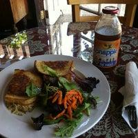 Снимок сделан в Come On In! Cafe пользователем Alex L. 7/19/2012