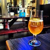 Foto scattata a Rogue Eastside Pub & Pilot Brewery da Sean M. il 7/25/2013