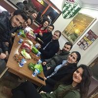 Снимок сделан в Ustaeller Çiğ Köfte пользователем Halit A. 11/28/2017
