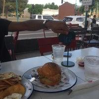 Foto tomada en Ingo's Tasty Food por Moe A. el 8/15/2021