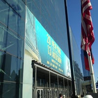 Foto diambil di Jacob K. Javits Convention Center oleh Avery C. pada 3/27/2013