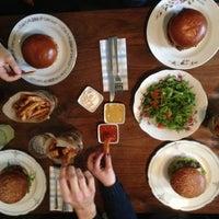 Das Foto wurde bei Dish – Fine Burger Bistro von Martin Z. am 2/27/2013 aufgenommen