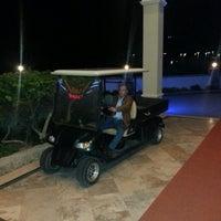 รูปภาพถ่ายที่ Vuni Palace Hotel โดย Hüseyin O. เมื่อ 2/15/2013