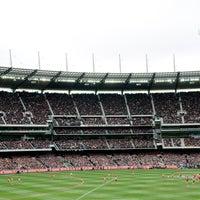 Das Foto wurde bei Melbourne Cricket Ground (MCG) von Melbourne Cricket Ground (MCG) am 10/13/2013 aufgenommen