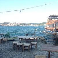 Das Foto wurde bei Taka Balık Ekmek von Sinem Ç. am 7/26/2013 aufgenommen