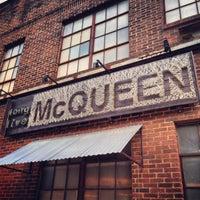 Das Foto wurde bei Melrose & McQueen Salon von Davis A. am 10/3/2013 aufgenommen