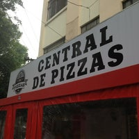 Foto tomada en Central de Pizzas por Ricardo P. el 7/5/2013
