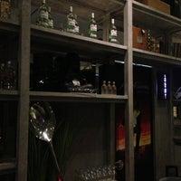 Foto tomada en Fantomas Bar por Nancy Z. el 3/9/2013