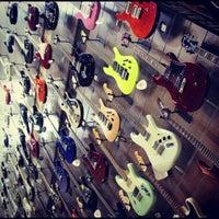 Foto scattata a Cosmo Music - The Musical Instrument Superstore! da Christopher B. il 9/17/2012