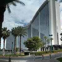 5/16/2013 tarihinde Nick C.ziyaretçi tarafından LVH - Las Vegas Hotel & Casino'de çekilen fotoğraf