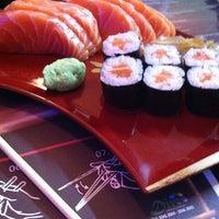 Foto tirada no(a) Kumo Sushi por Manu S. em 5/31/2013