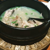 Foto tirada no(a) 고려삼계탕 Korean Ginseng Chicken Soup & Bibimbap por Henry L. em 3/6/2015