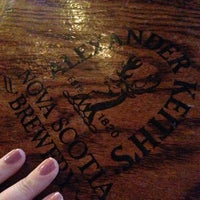 Foto tirada no(a) McLean's Pub por Gabrielle L. em 2/12/2013