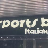 Foto tomada en Sports Bar Italian Food por Abdullah C. el 10/18/2017