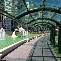 รูปภาพถ่ายที่ Atlantis Alışveriş ve Eğlence Merkezi โดย Sezgin H. เมื่อ 9/8/2013