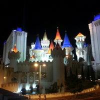 รูปภาพถ่ายที่ Excalibur Hotel & Casino โดย Randy H. เมื่อ 9/28/2012