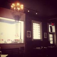 Foto scattata a B. Matthews Eatery da Trent K. il 1/8/2013
