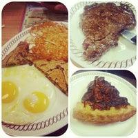 Das Foto wurde bei Waffle House von Jennifer H. am 1/21/2013 aufgenommen
