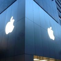 รูปภาพถ่ายที่ Apple Ginza โดย Nozooooomu เมื่อ 6/7/2013