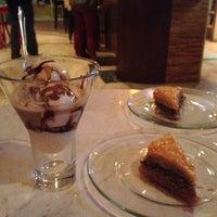 1/10/2013 tarihinde Alexandra W.ziyaretçi tarafından Bacchus Coffee & Wine Bar'de çekilen fotoğraf