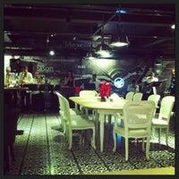 4/8/2013 tarihinde Didem B.ziyaretçi tarafından Mint Restaurant & Bar'de çekilen fotoğraf