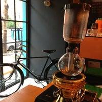 Das Foto wurde bei Manuel Deli & Coffee von Pinar B. am 3/8/2014 aufgenommen