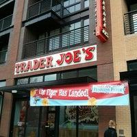 Das Foto wurde bei Trader Joe's von Gary G. am 3/21/2014 aufgenommen
