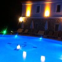 รูปภาพถ่ายที่ Swan Lake Boutique Hotel & Restaurant โดย Aslı M. เมื่อ 8/17/2013