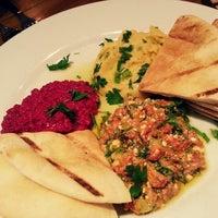 4/3/2013 tarihinde Hannah S.ziyaretçi tarafından Kanella: Greek Cypriot Kitchen'de çekilen fotoğraf