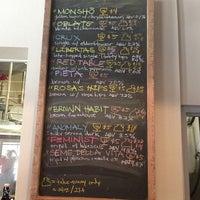 รูปภาพถ่ายที่ Monkish Brewing Co. โดย Vella P. เมื่อ 8/9/2013