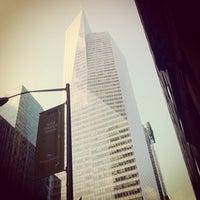 Foto tirada no(a) Bank of America Tower por Alex B. em 12/13/2012