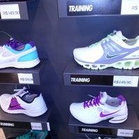 ... Foto tirada no(a) Nike Factory Store por Rosmeri V. em 9  ... f660cd6865dc0