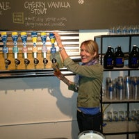 4/12/2013에 Liz W.님이 Half Full Brewery에서 찍은 사진