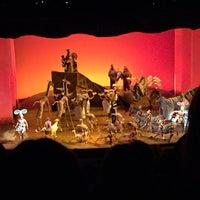 12/20/2014 tarihinde Jackie N.ziyaretçi tarafından Minskoff Theatre'de çekilen fotoğraf