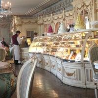 Foto tirada no(a) Confectionary (Cafe Pushkin) por Victoria N. em 7/10/2013