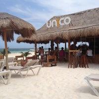 Foto tirada no(a) Único Beach por Debora K. em 4/30/2013
