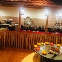 Das Foto wurde bei Utsav Family Restaurant von Smitha S. am 10/6/2017 aufgenommen