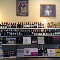 3/4/2013 tarihinde Ellie P.ziyaretçi tarafından Grand & Noble Wine & Spirits'de çekilen fotoğraf