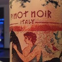 4/23/2013 tarihinde Ellie P.ziyaretçi tarafından Grand & Noble Wine & Spirits'de çekilen fotoğraf