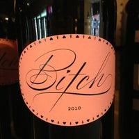3/11/2013 tarihinde Ellie P.ziyaretçi tarafından Grand & Noble Wine & Spirits'de çekilen fotoğraf