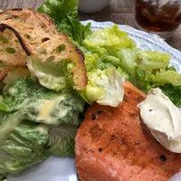 Foto tirada no(a) Vis Savour Boulangerie por Flavia R. em 4/26/2018