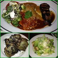 Das Foto wurde bei Houston's Restaurant von Rula K. am 6/29/2013 aufgenommen
